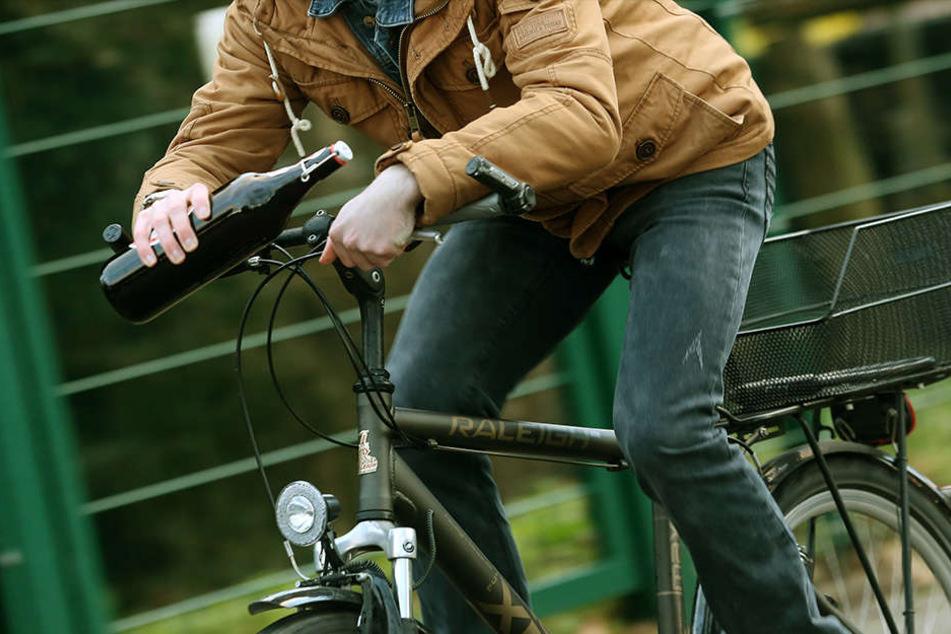 Gesuchter Ladendieb fährt mit Fahrrad in Polizeikontrolle