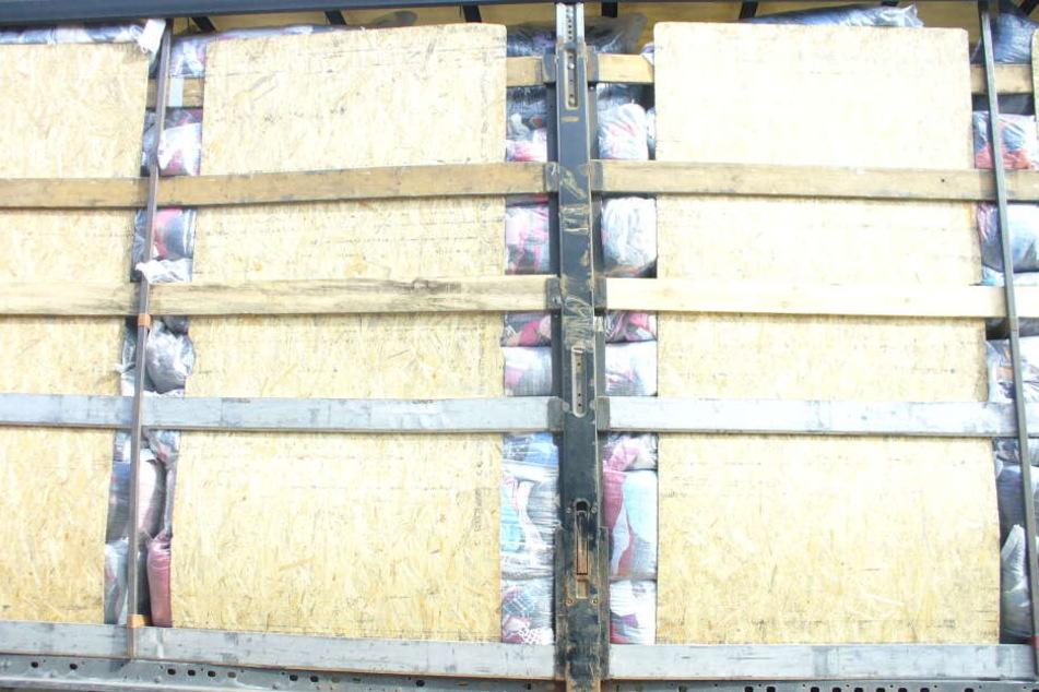 Ein polnischer LKW wurde mit 17.000 Kilo Müll auf der A4 festgesetzt.
