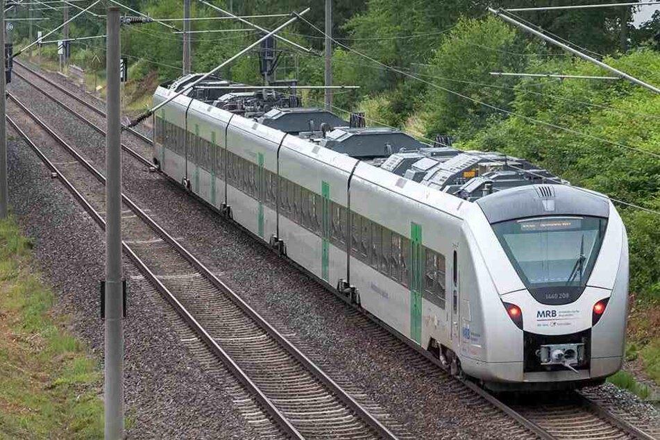 Die Nahverkehrsangebote auf der Schiene sollen in Sachsen künftig wieder aus Staatshand kommen.