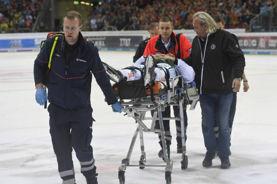 Der Spieler wurde in ein Krankenhaus gebracht.
