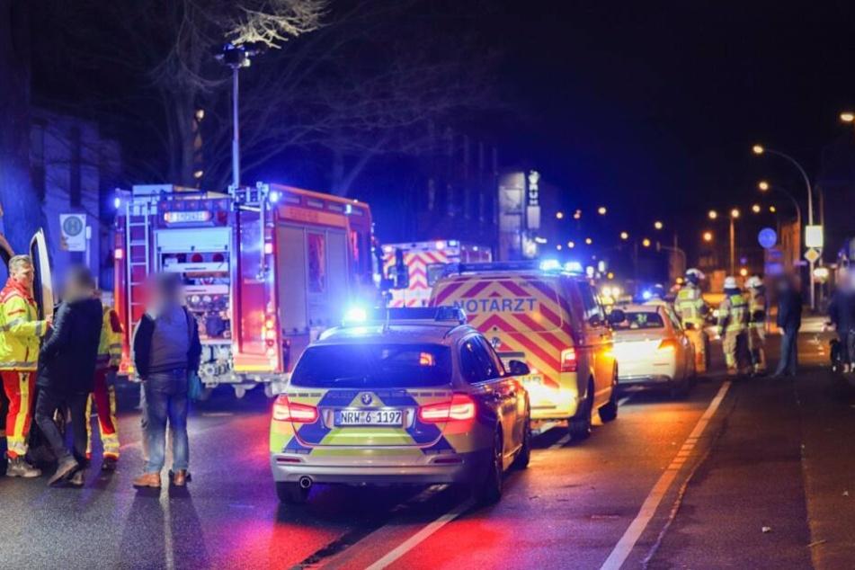 Zahlreiche Rettungskräfte waren am Unfallort.