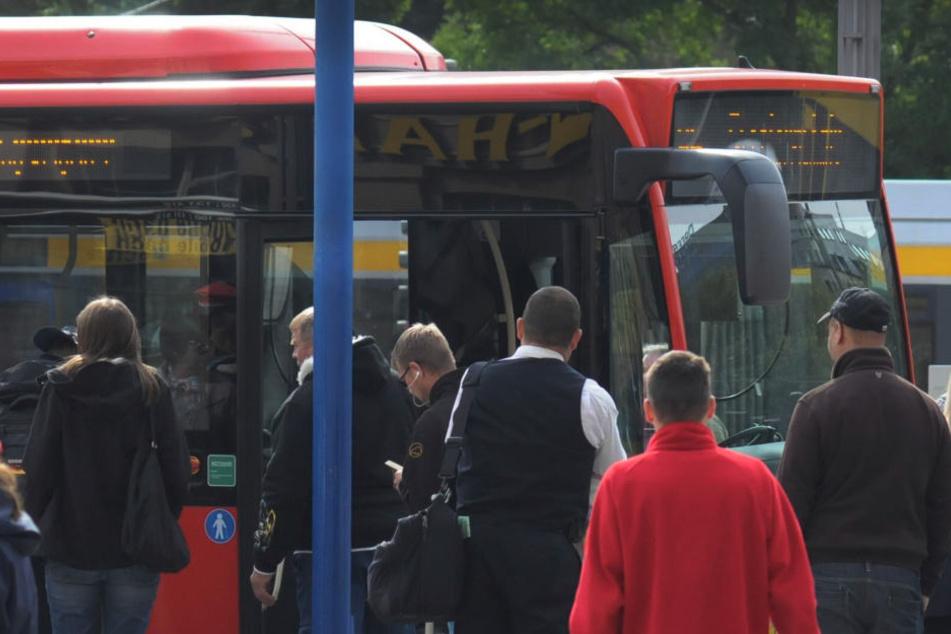 Ein betrunkener 30-Jähriger schlug im Bus in Gohlis auf einen Jugendlichen ein.