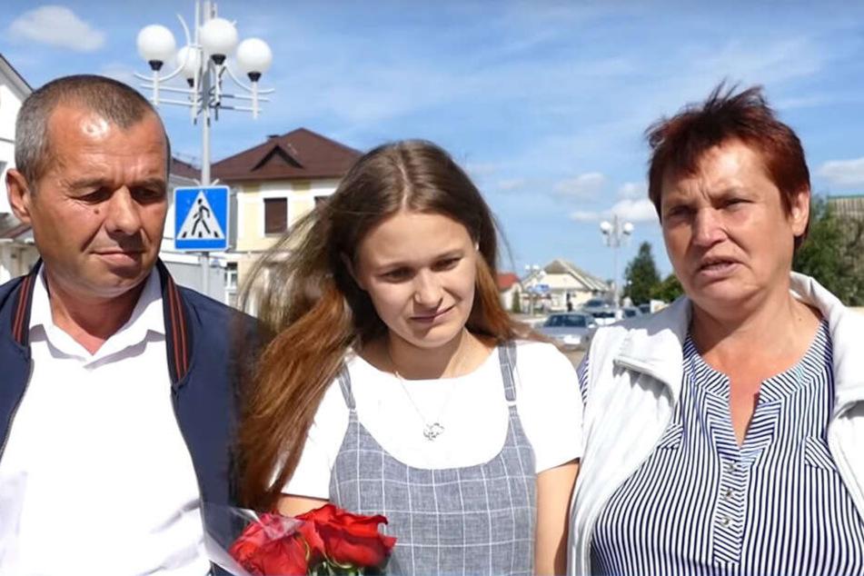 Yulia Gorina (24) mit ihren leiblichen Eltern Viktor and Lyudmila Moiseenko.
