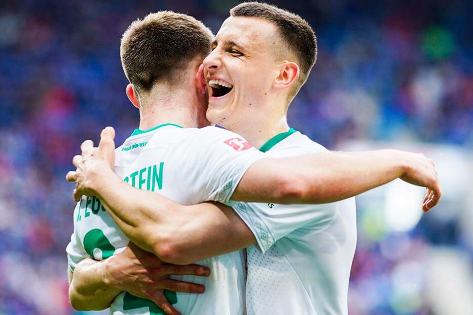 Auch dank der Eggestein-Brüder Maximilian (r.) und Torschütze Johannes hat der SV Werder Bremen noch eine Restchance auf die Teilnahme an Europa League.