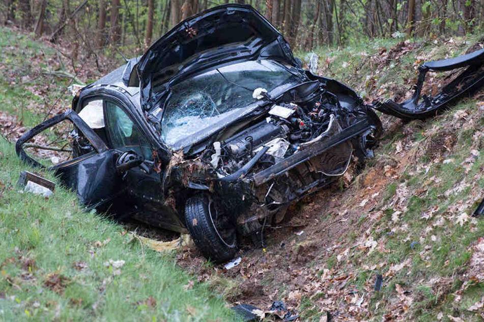 Der Mann musste aus seinem Wagen befreit werden.