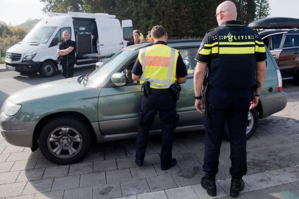 Die Polizei hielt den Mann an, weil er zu schnell auf der Autobahn unterwegs war. (Symbolbild)