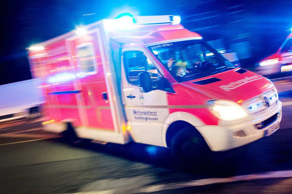 Die fünf Insassen wurden nach dem Crash umgehend in Krankenhäuser gebracht. (Symbolbild)