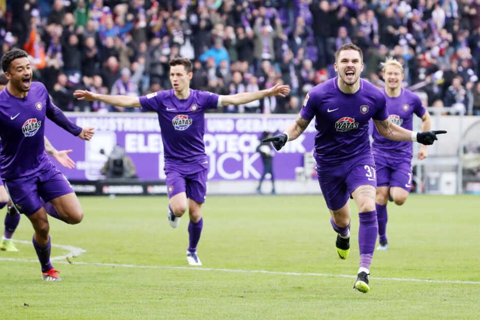 Die Veilchen freuen sich auf zwei Testspielkracher: Am Mittwoch gegen Hertha und am Samstag gegen Union Berlin.