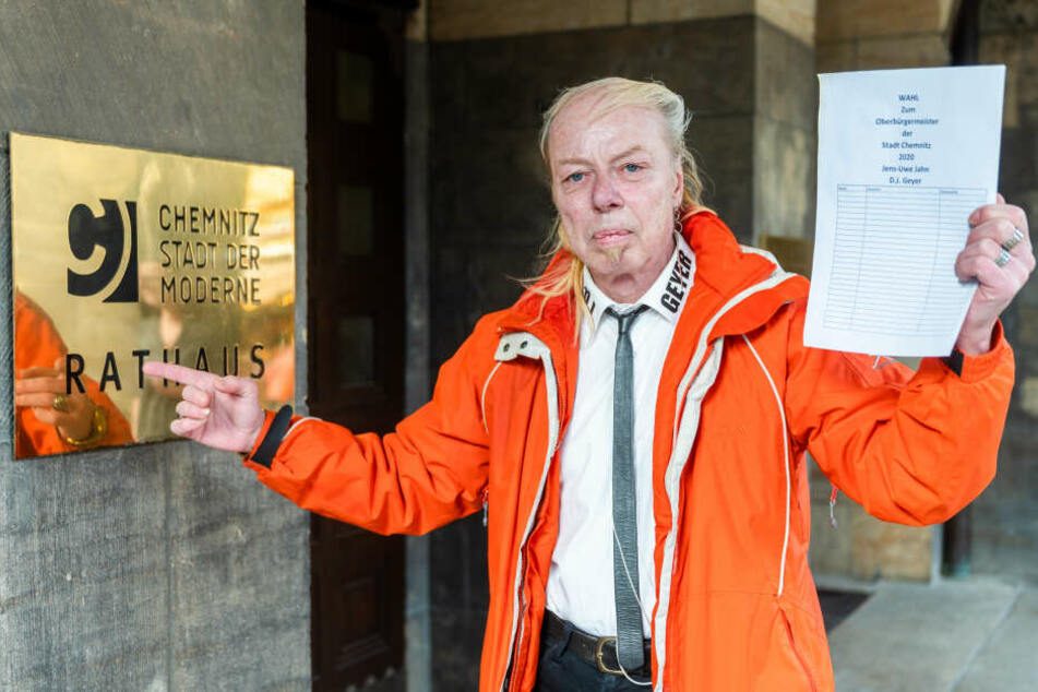 Hier will DJ Geyer rein - aber mit seinen selbstgebastelten Unterstützer-Listen kann Jens-Uwe Jahn (57) nicht zur Oberbürgermeisterwahl antreten.