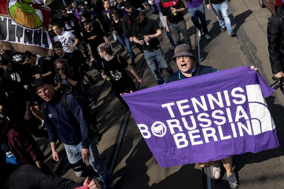 Eine Gruppe von TeBe-Fans unterstützte nach Meinungsunterschieden mit dem TeBe-Vorstand im letzten Jahr andere Vereine. Unter anderem bei Roter Stern Leipzig.