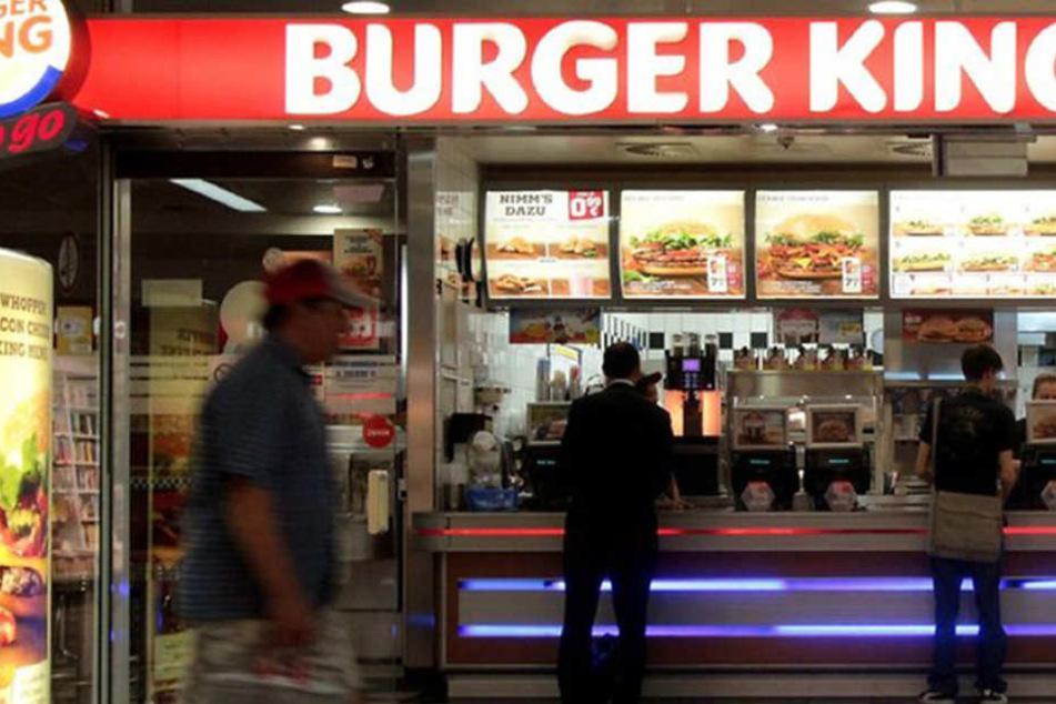 Mitten in einer Münchner Burger King-Filiae liefen Mäuse durch den Laden.