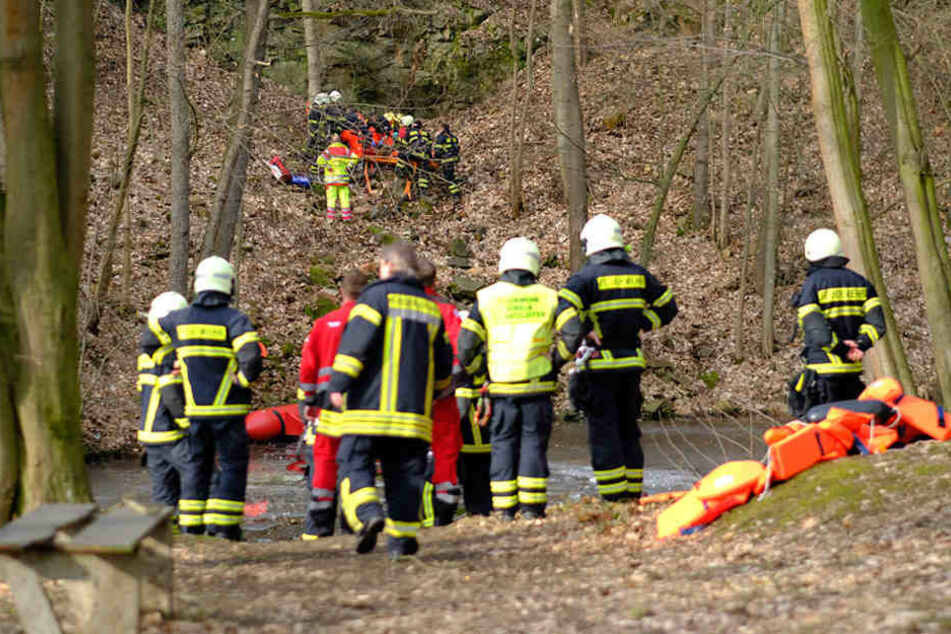 Schwerer Arbeitsunfall: 23-Jähriger stürzt von Klippe in die Tiefe