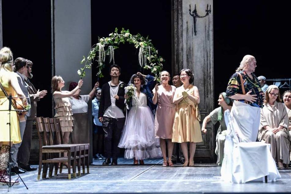 Selbst mit der Hochzeit von Figaro (Sejong Chang) und Susanna (Franziska Krötenheerd) ist das Wirrwarr noch nicht beendet.