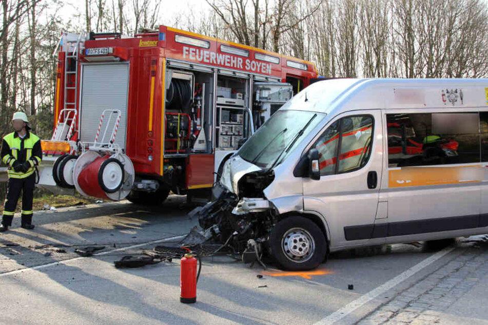 Trachtenverein wird auf Heimweg von Auto übersehen: Fahrer stirbt, 6 Verletzte