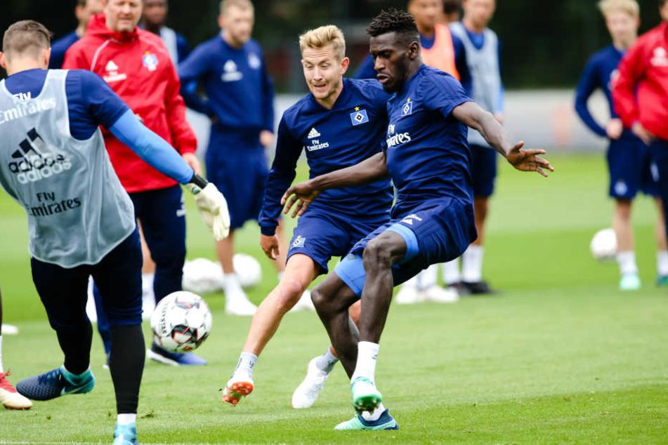 Lewis Holtby musste am Dienstag mit dem Training aussetzen.