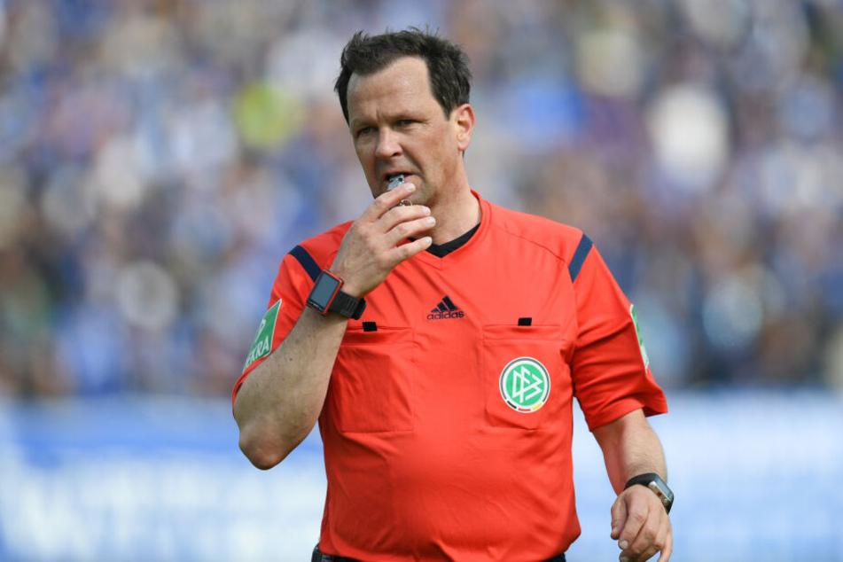 Schiri-Leiter Peter Sippel hatte bereits eine Erklärung dazu abgegeben, warum es nach der Meldung des Vorfalls zu keiner Stadiondurchsage kam.
