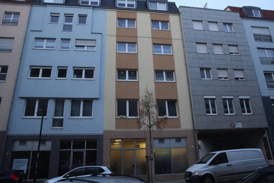"""Das """"Forum Dialog"""" in der Hartigstraße 3 wurde mit Farbkugeln verschmutzt."""
