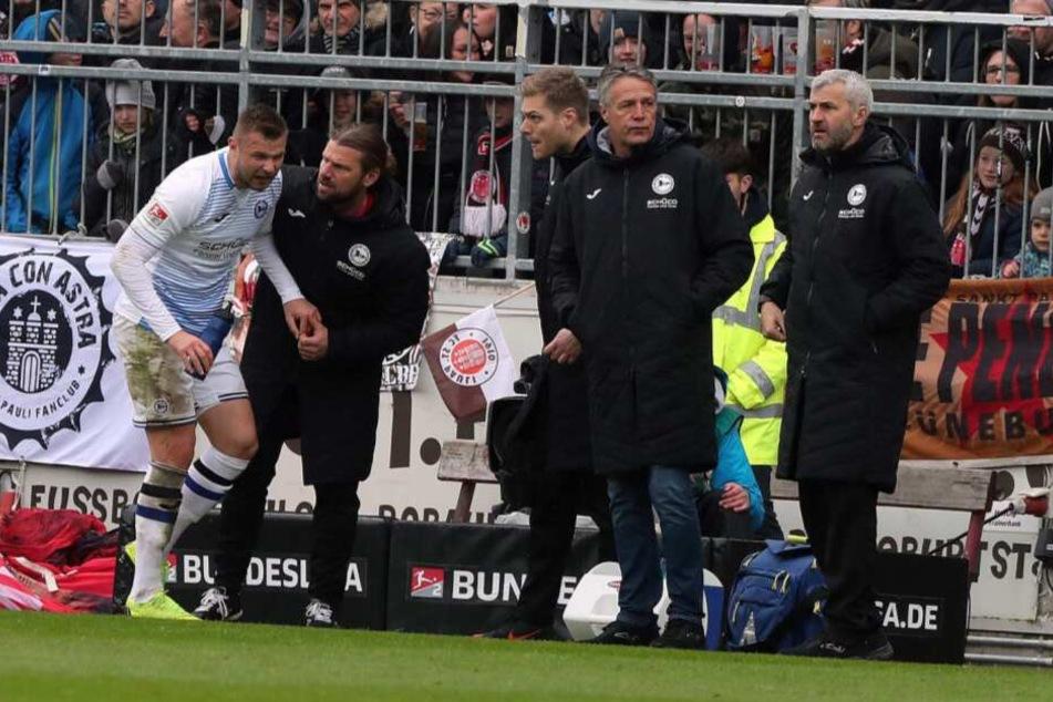 In der zweiten Spielhälfte auf St. Pauli musste Florian Hartherz den Platz verlassen.