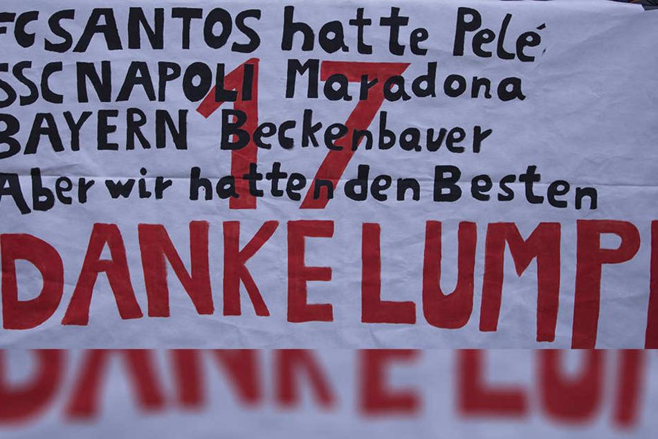 """Allein dieses Abschiedsplakat zeigt, welche Wertschätzung Andrea Lambertz bei den Fortuna-Fans genießt. Nach seiner Dynamo-Zeit wird """"Lumpi"""" nach Düsseldorf zurückkehren."""