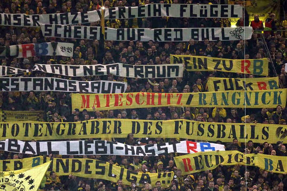 Infolge der ebenfalls zu dieser Partie gezeigten Schmähplakate von der Dortmunder Südtribüne wurde diese zum Heimspiel gegen Wolfsburg gesperrt. Zudem musste der BVB 100.000 Euro Strafe bezahlen.