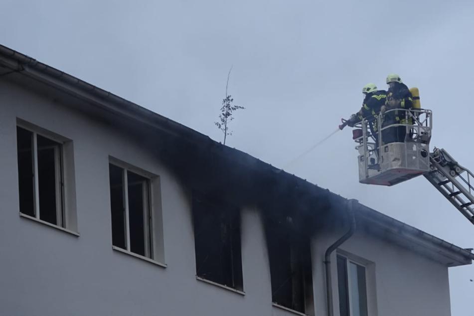 Flammen in Bürogebäude: Polizei ermittelt wegen Brandstiftung