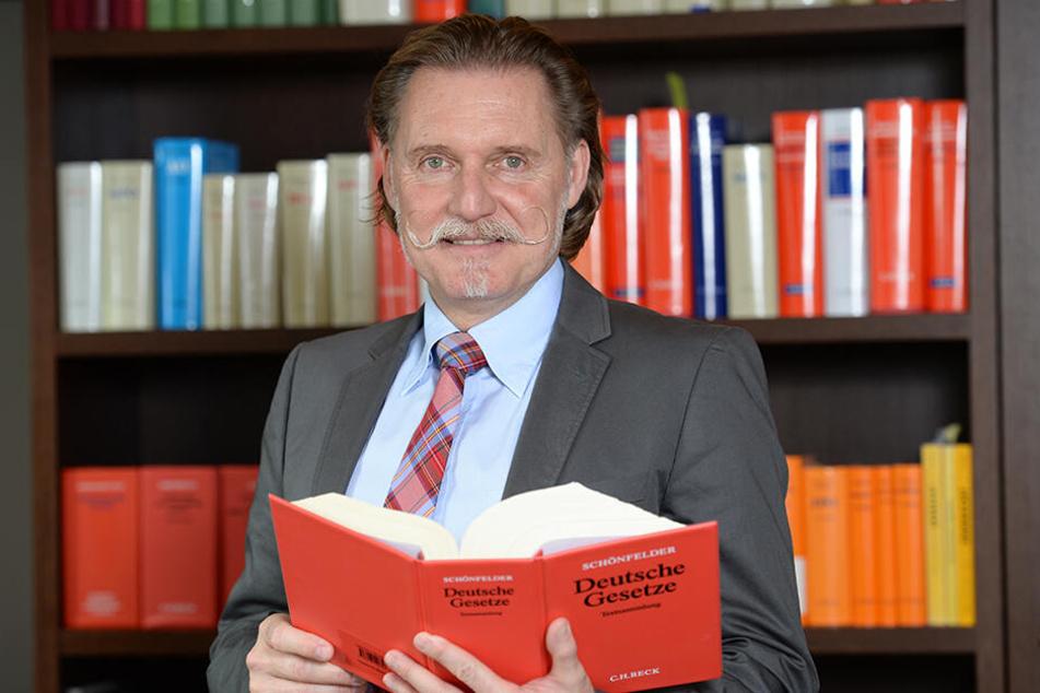 Rechtsanwalt Ingo Lenßen berät ab Mittwoch wieder live bei Rechtsfragen.