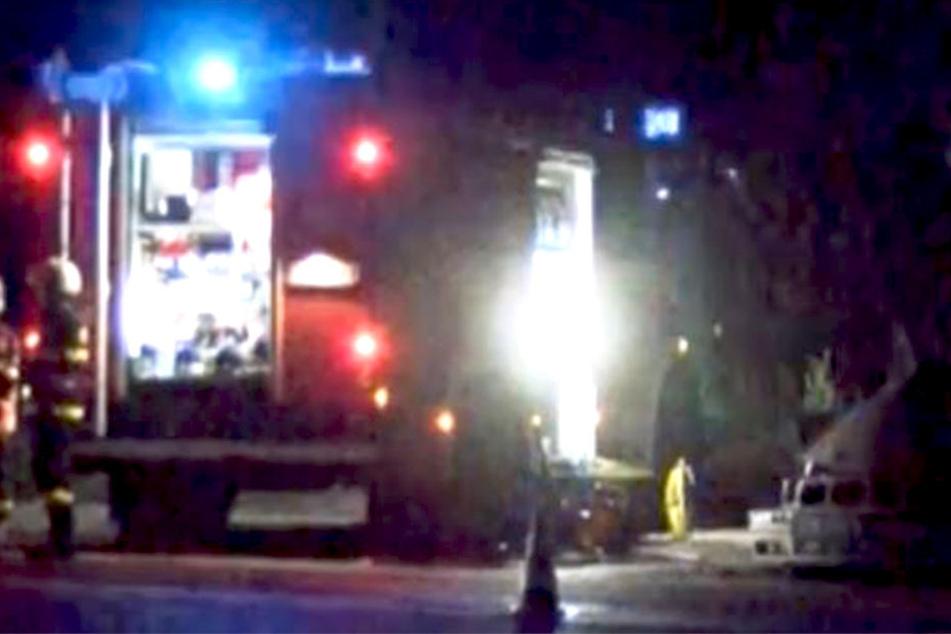 Vier junge Männer ließen nach einer schweren Kollision mit einem Lkw ihr Leben.