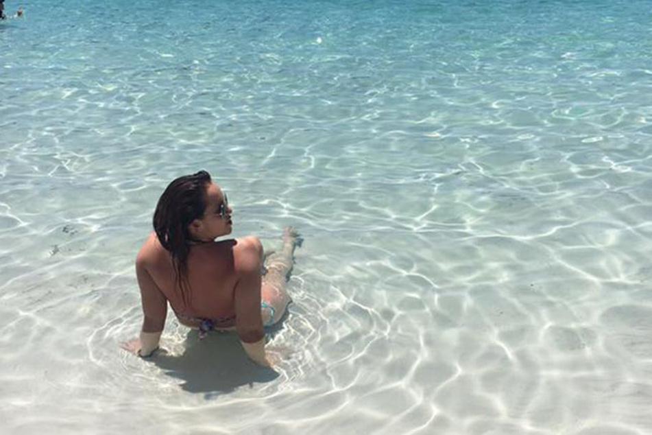 Die junge Frau verbrachte gerade ein Jahr in Australien, als sie am Strand etwas Merkwürdiges an ihrem Körper entdeckte.