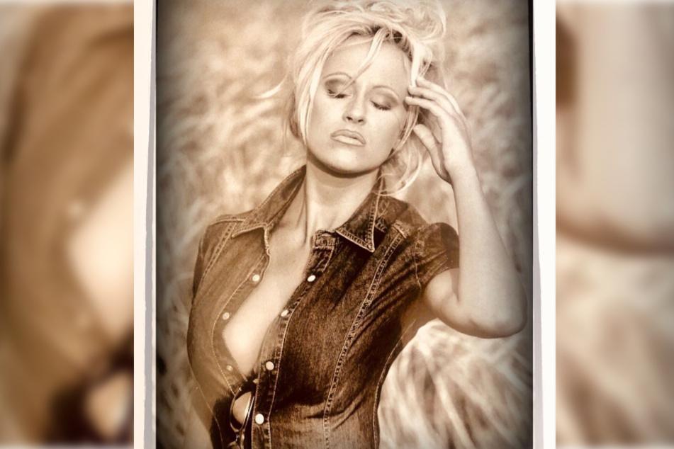 Welche Blondine zeigt denn hier ein heißes Throwback-Bild?