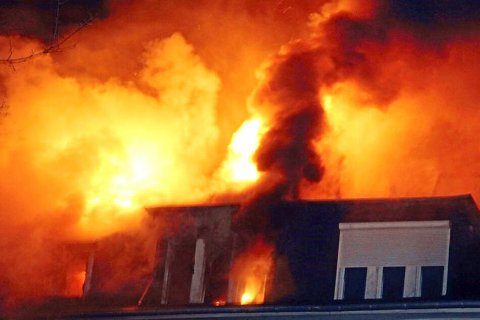 Zwei Rentner sterben bei Brand - Verdacht auf Verbrechen