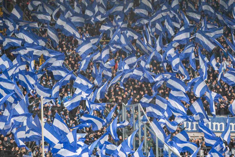 Bis Fans und Spieler wieder gemeinsam im Stadion sind, wird es wohl noch dauern. (Archivbild)