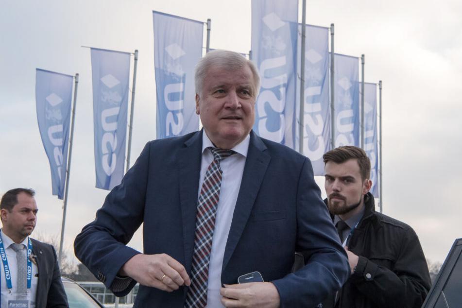 Horst Seehofer (69) hat seinen CSU Rücktritt offiziell gemacht.