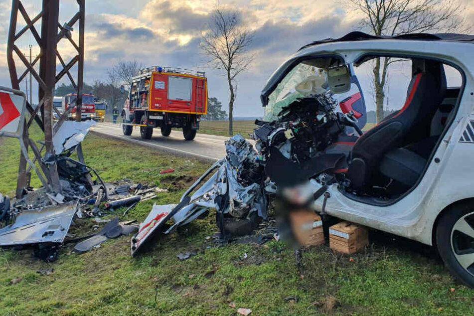 Eine Frau ist bei dem Unfall ums Leben gekommen.