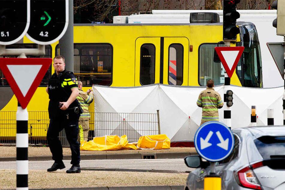 In der niederländischen Stadt Utrecht sind vier Menschen durch Schüsse in einer Straßenbahn getötet worden.