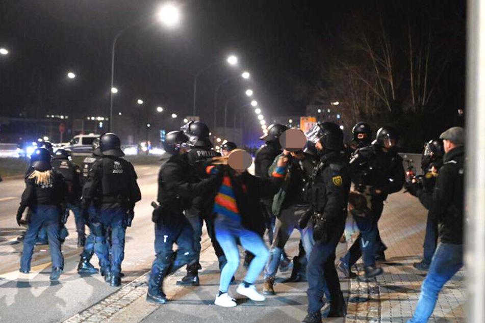 Auch auf der Budapester Straße wird gegen Blockierer vorgegangen.
