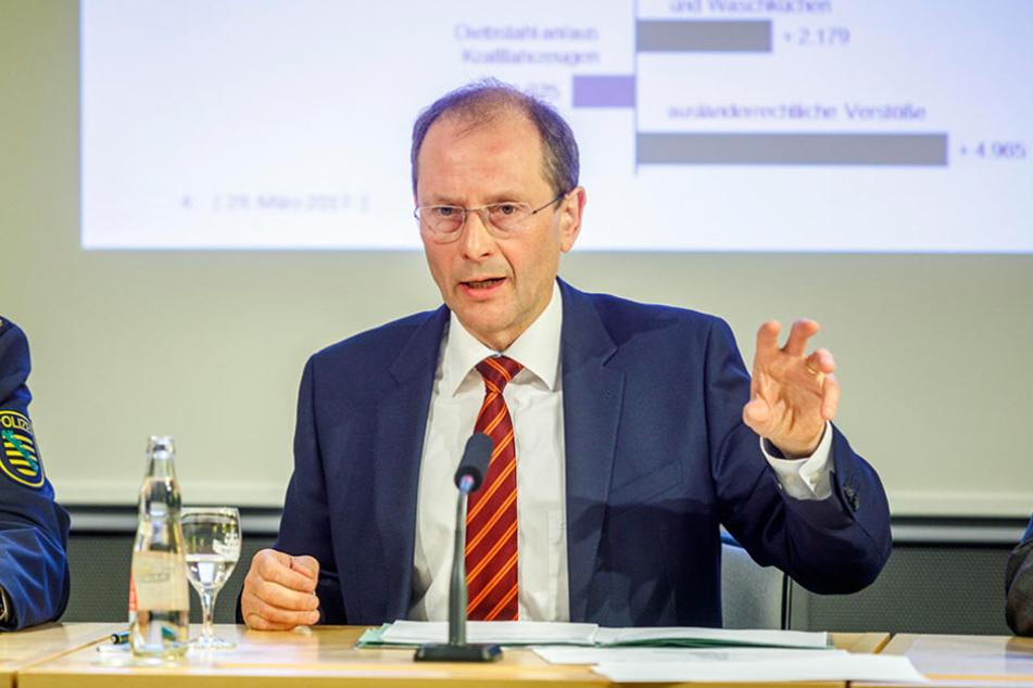 Innenminister Markus Ulbig (53, CDU) versucht, neue Zielgruppen für die  Polizei zu gewinnen.