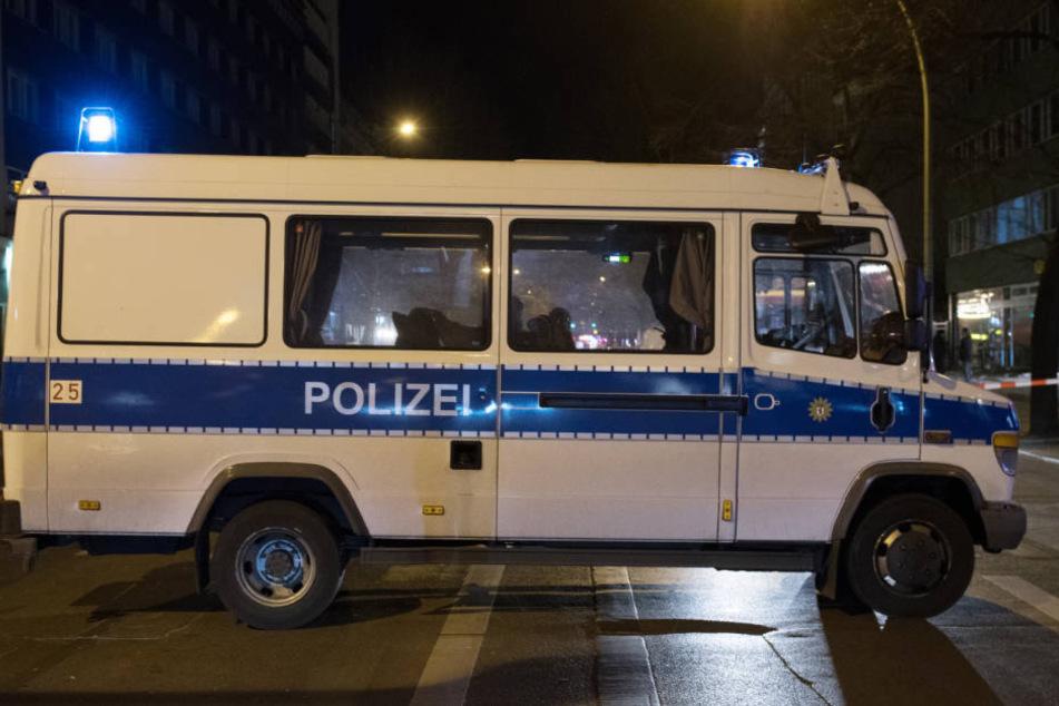 Bei einer wilden Verfolgungsjagd in Berlin-Neukölln wurden mehrere Menschen verletzt. (Symbolbild)