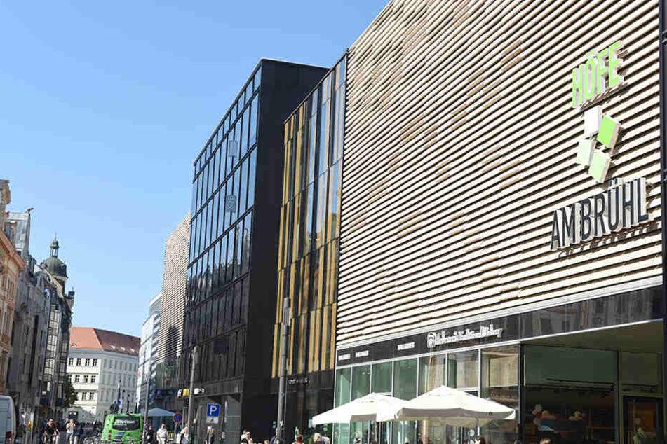 """Die prachtvolle Einkaufsstraße """"Brühl"""" ist nur halbseitig schön - die andere  Straßenseite wurde mit Kloppern verdorben."""