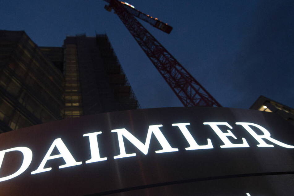 Ermittler durchsuchten am Dienstag mehrere Daimler-Standorte. (Symbolbild)