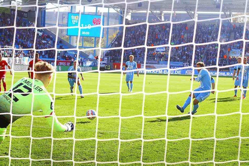 Ein Tor schoss Fink trotzdem gegen Mainz. In der 35. Minute traf er per Elfmeter.