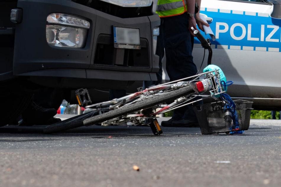 Die Polizei nahm die Ermittlungen zum Verkehrsunfall auf (Symbolbild).