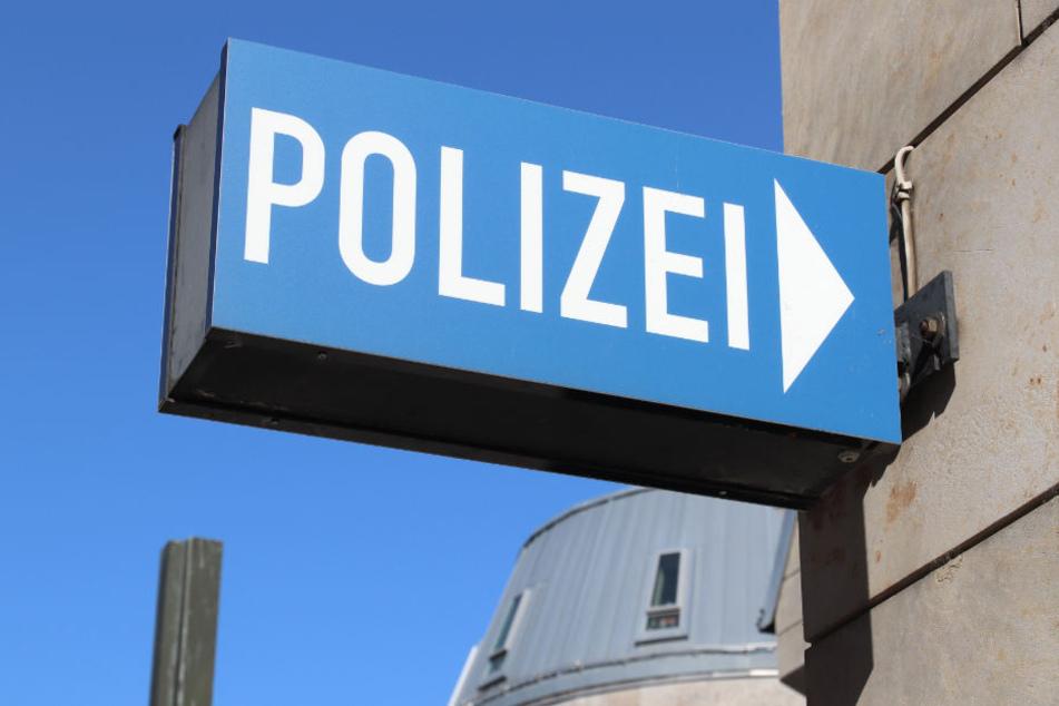 Die Polizei sucht weiterhin nach dem Mann. (Symbolbild)
