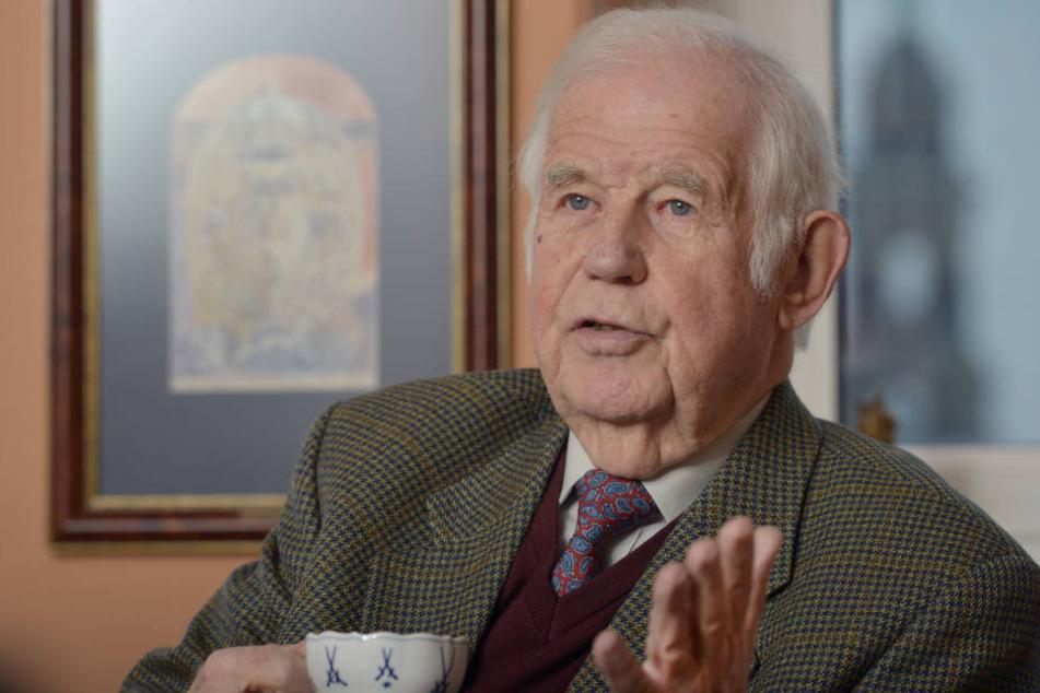 Alt-Ministerpräsident Kurt Biedenkopf (87, CDU) wettert gegen die Staatsregierung.