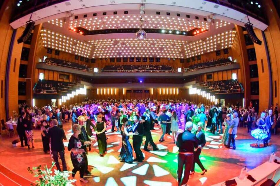 Die Benefizgala lockt viele Tanzliebhaber in die Stadthalle. Tickets dafür gibt's ab 42 Euro.