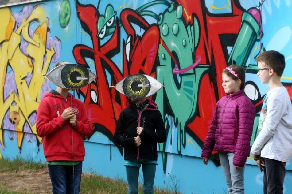 So schick kann Schule sein: An der Wand der Grundschule Reichenhain strahlt ein tolles Graffiti.