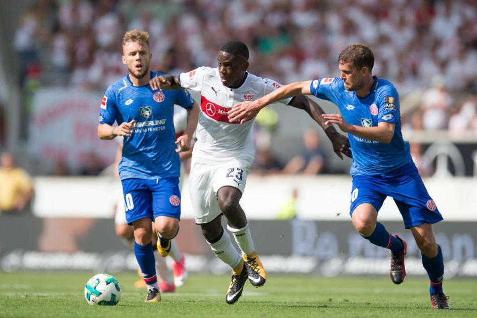 Orel Mangala (M) soll für ein Jahr nach Hamburg kommen.