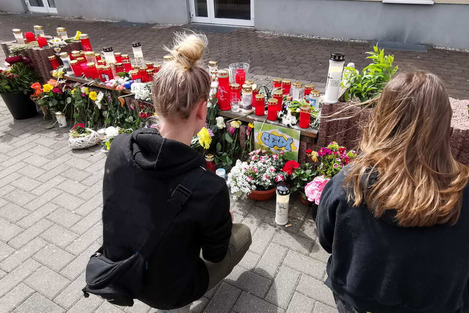 Nach dem Tod Cedrics legten Freunde und Sportkameraden in der Nähe des Tatorts Blumen ab und stellten Kerzen auf.