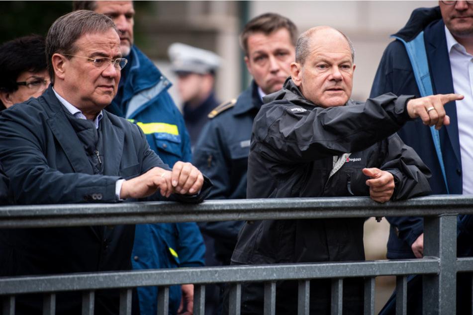 Armin Laschet (60, CDU, l.), Ministerpräsident von Nordrhein-Westfalen, und Olaf Scholz (63, SPD), Bundesfinanzminister, hatten am Dienstag Stolberg bei Aachen besucht.