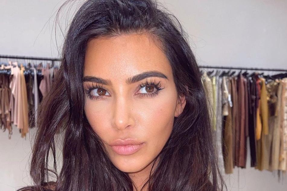 Kim Kardashians (40) Werbekampagne kommt nicht bei allen gut an.