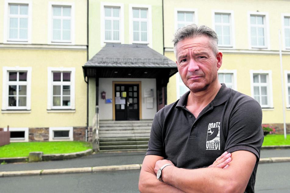 Orstvorsteher Lutz Neubert (49, FW) hofft auf eine Reaktion zu Alternativ-Standorten aus dem Chemnitzer Rathaus.